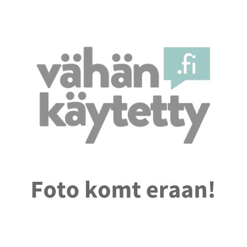 zwart satijnen kraag shirt röyhelöllä - Ellos - Maat 36